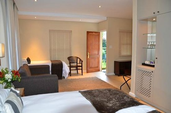 Lemoenkloof Guest House & Conference Centre: Luxury Family Room