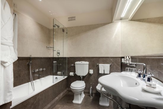 Plaza Lucchesi Hotel: Bathroom