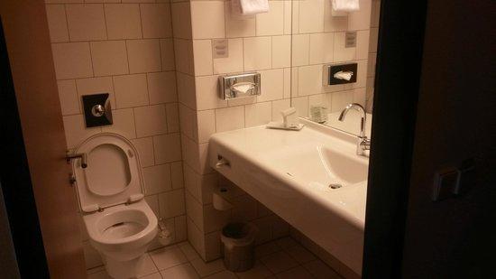 Arcotel Kaiserwasser: Bathroom
