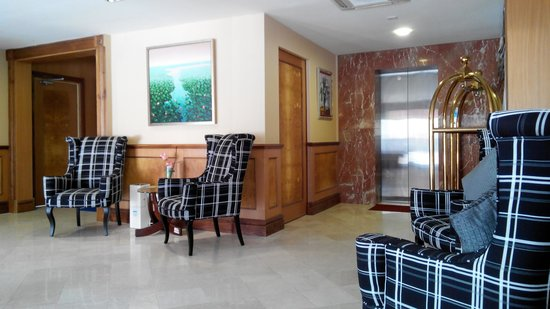 The Capital Residence Suites: Hotel Lobby
