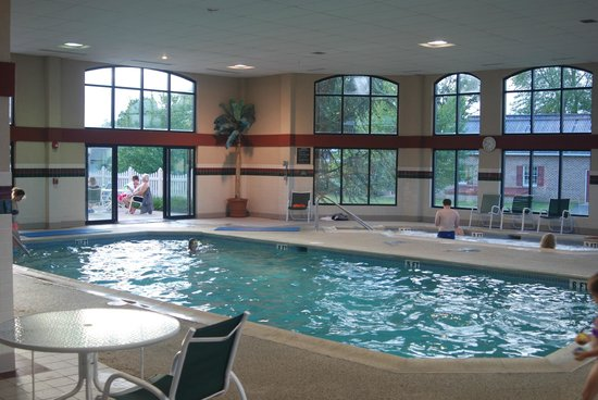 Bird-In-Hand Family Inn : Indoor pool #2 and hot tub
