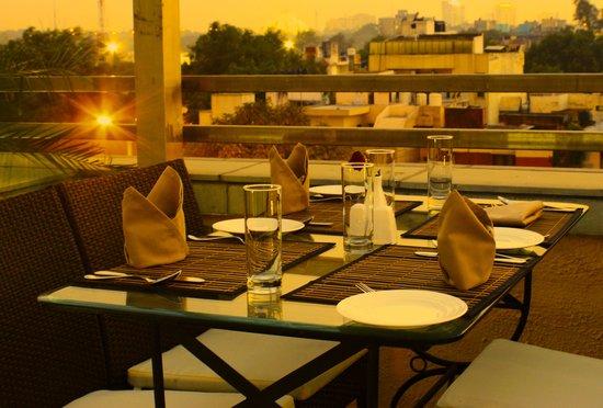 Tavisha Hotel: Rooftop Restaurant