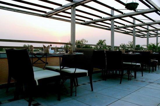 Tavisha Hotel: rooftop