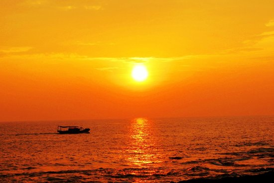 Eluanbi : 夕日に照らされたバシー海峡の海原