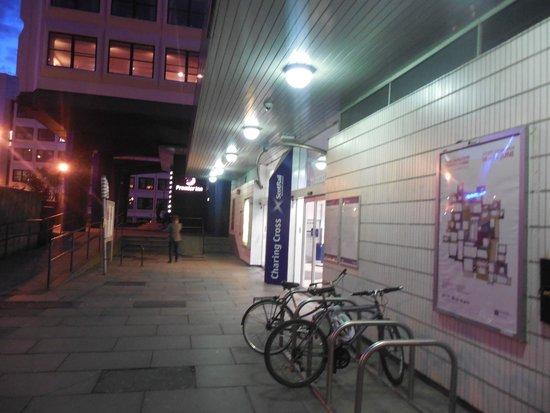 Premier Inn Glasgow City Centre (Charing Cross) Hotel: Charring Cross Station next to hotel