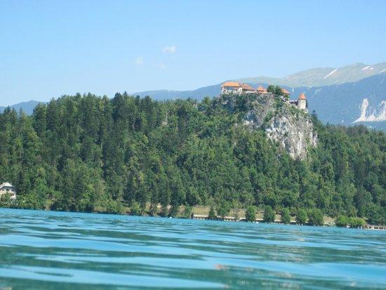 Castillo de Bled: Bled Castle across Lake Bled