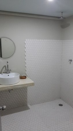 Hotel Rocamar : Baño concreto