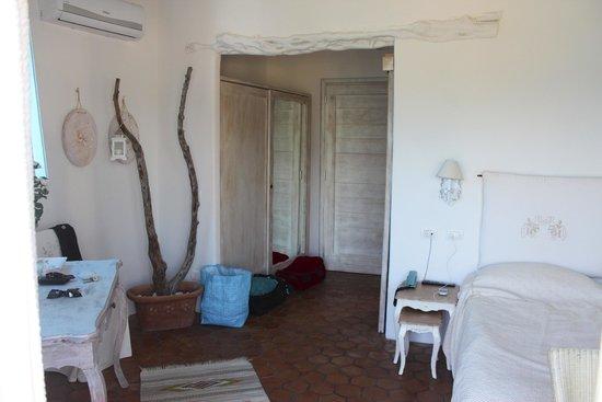 Hotel S'Astore: chambre / entrée
