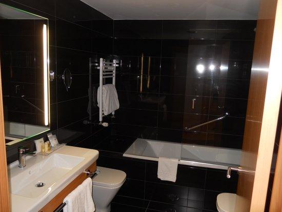 Sercotel Blue Coruña: Bathroom