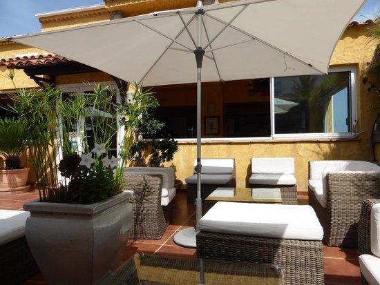 Hotel Restaurant Les Calanques : la terrasse