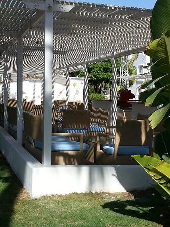 Hotel Novotel Sharm El Sheikh : the bar next to the pool, every night there is are some shows