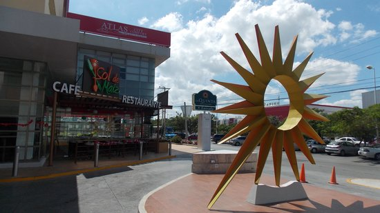LQ Hotel by La Quinta Cancun: эмблема