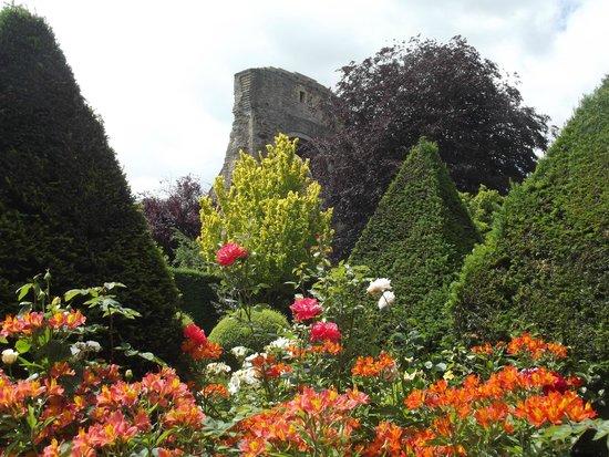 Abbey House Gardens: beautiful gardens