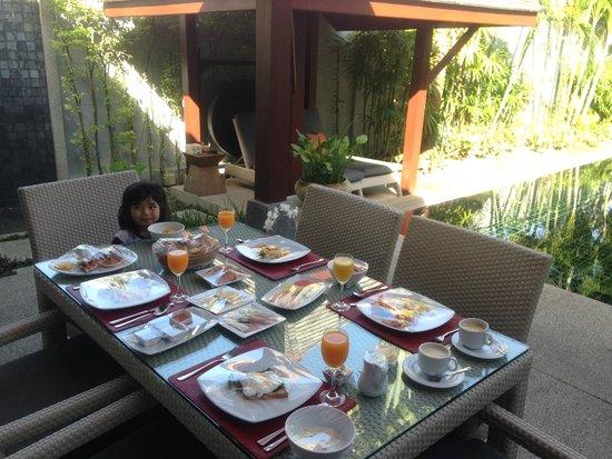 The Bell Pool Villa Resort Phuket: Breakfast by the pool
