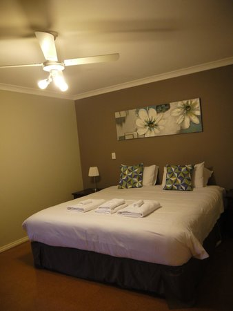Wildwood Valley : Master Bedroom and cosy bed