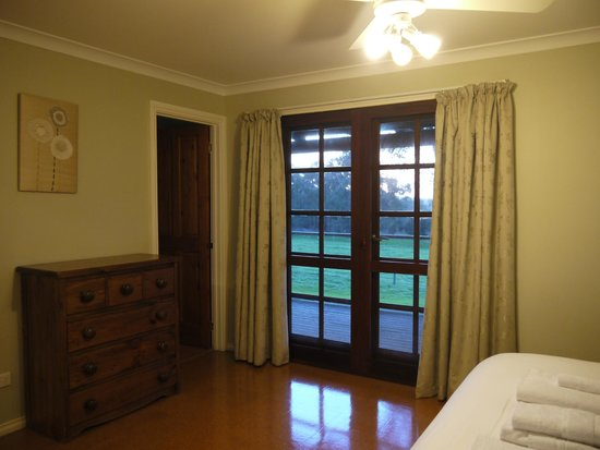 Wildwood Valley : Master Bedroom with attached bathroom