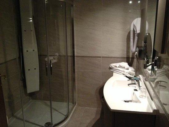 Hotel de Grignan : Hôtel de Grignan (salle de bain)