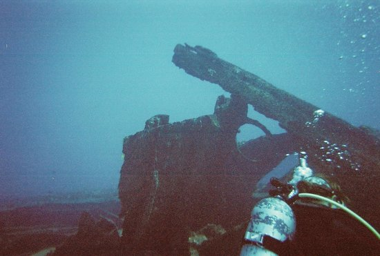 Hawaii Divers: Baby Barge Wreck