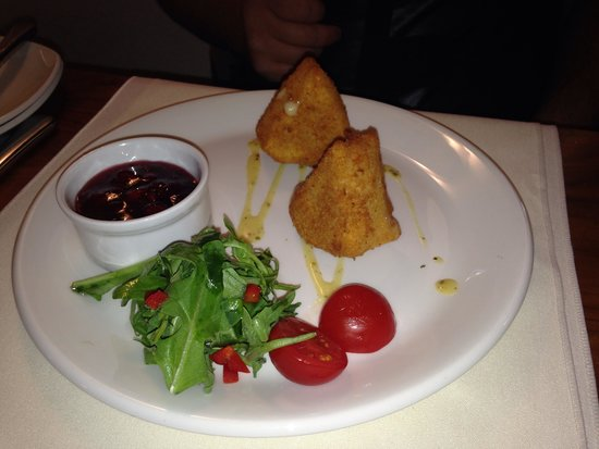 Big Blue Hotel: Fried cheese starter