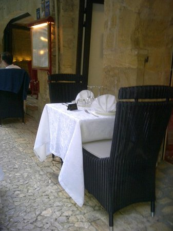 Les jardins d'Harmonie : table to avoid by entrance