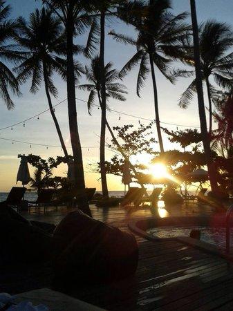 The Passage Samui Villas & Resort: Atardecer desde la piscina