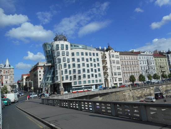 Dancing House: Nice architecture