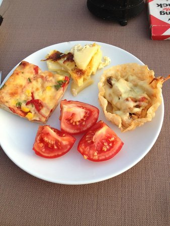 Alize Hotel: Pizza, potatoes with cream and chicken/peppers in thin pastry TASTY!