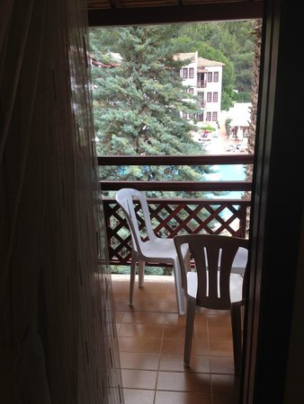 Alize Hotel: Cute balcony with pool view room 136
