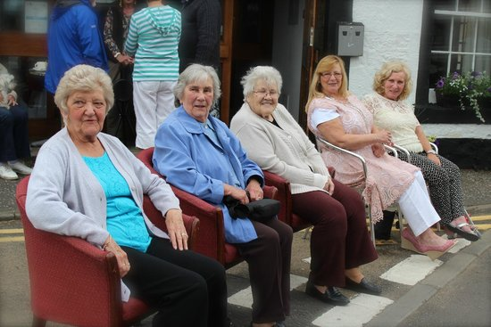 Lomond Hills Hotel: Ladies in waiting