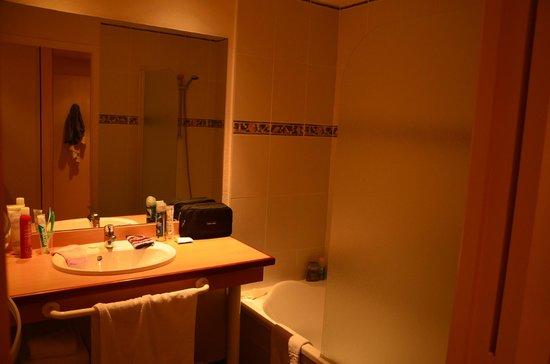 Hôtel Kerloc'h Gwen : Salle de bains