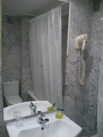 Silken Torre Garden: Baño