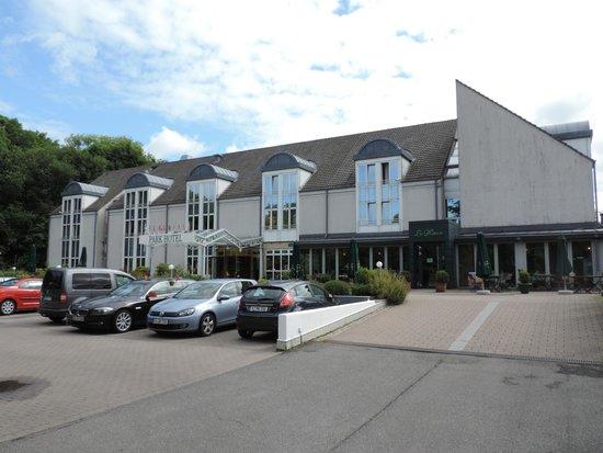 Park Hotel Ahrensburg: Anfahrt/Eingangsbereich