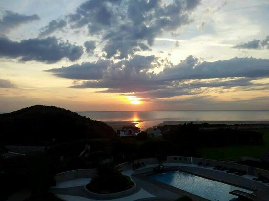 The Woolacombe Bay Hotel: Sunset view from the loft suite - unbelievable room with stunning views