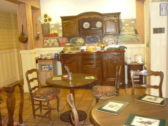 Petite Auberge: Breakfast room