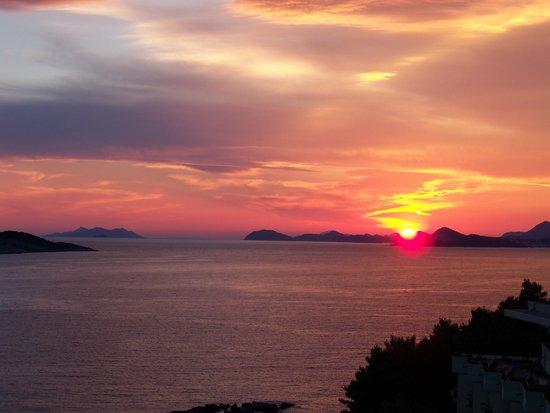 Hotel Croatia Cavtat : sunset over dubrovnik