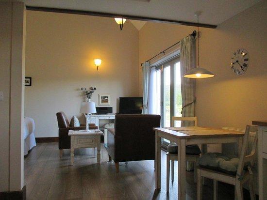 Faebuie Cottages: Open plan studio