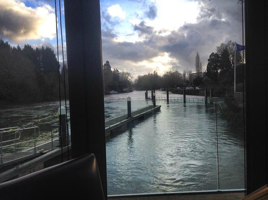 Boulters Riverside Brasserie & Terrace Bar: View over the loch from main restaurant