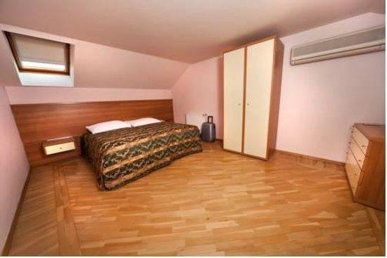 Residence Select Prague: вид номера