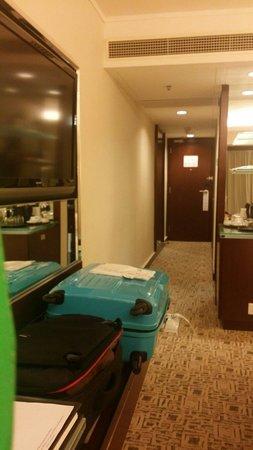 Regal Kowloon Hotel: Spacious room