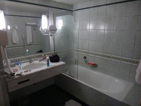 President Hotel : bathroom