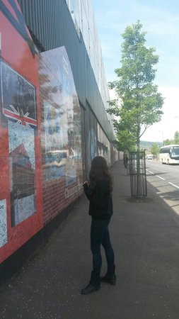 Belfast Mural Tours: At the wall