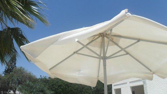 Princess Beach Hotel: Broken sun brolly