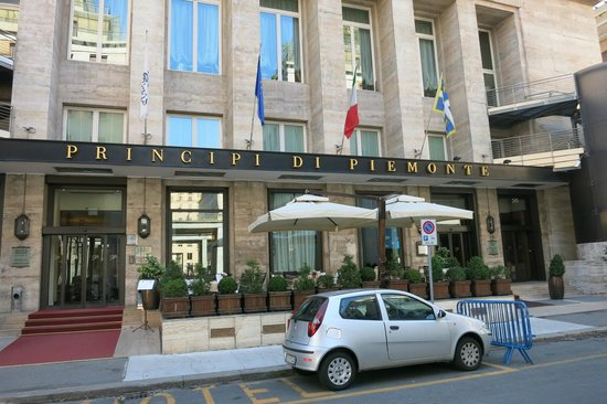 Hotel Principi di Piemonte : Front side of the hotel