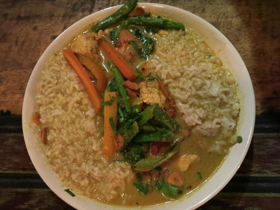 Warung Bintangbali: Our favorite chicken curry in 6+ weeks in Indonesia