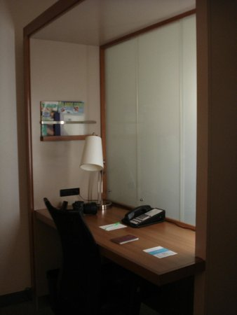 SpringHill Suites by Marriott Orlando at SeaWorld: Desk