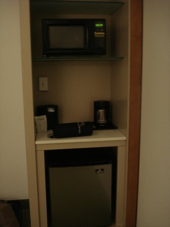 SpringHill Suites Orlando at SeaWorld®: mini fridge
