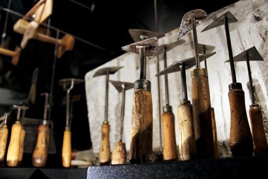Maison de l'Outil et de la Pensee Ouvriere: Platrier staffeur
