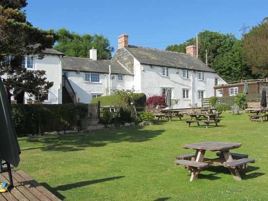 Askerswell, UK: Garden and rear of inn