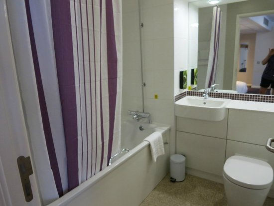 Premier Inn London Blackfriars (Fleet Street) Hotel: bathroom