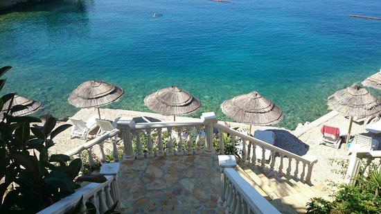 Hotel Maestral: Widok na prywatną plaże